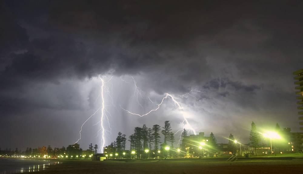 Buiten tijdens een onweer? Bescherm je zelf Veilig & Gezond
